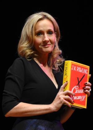 "JK Rowling lançando o livro ""The Casual Vacancy"", no Queen Elizabeth Hall em Londres, Inglaterra (27/9/2012) - REUTERS/Paul Hackett"