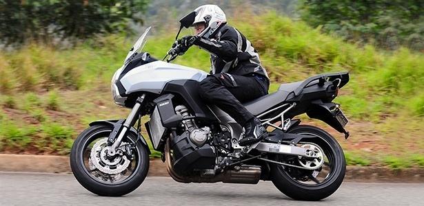 Conjunto da nova Kawasaki Versys reúne qualidades que permitem ao piloto viajar com estilo e segurança - Doni Castilho/Infomoto