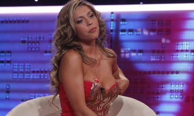 Set.2012 - Mulher de Valdivia, Daniela Aranguiz concede entrevista para programa chileno de televisão