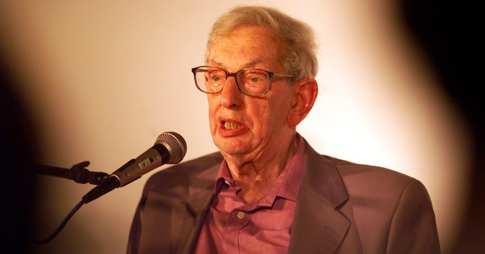 O historiador inglês Eric Hobesbawm (1/8/03)