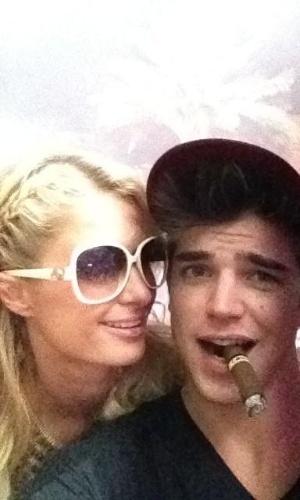 Paris Hilton e o novo namorado, o modelo River Viiperi