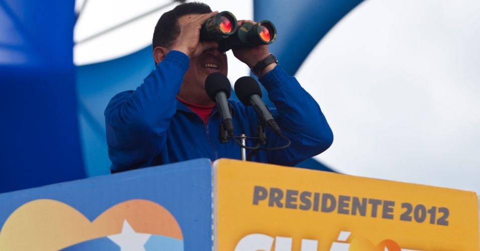 2.out.2012 - O presidente da Venezuela, Hugo Chávez, fez nesta terça-feira (2) ato em Yaritagua, no Estado de Yaracuy, como parte de sua campanha para o terceiro mandato. As eleições acontecem no próximo domingo (7)