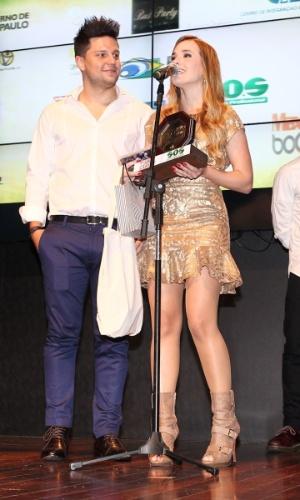 A dupla sertaneja Thaeme e Thiago recebe prêmio durante o 11º Prêmio Jovem Brasileiro no Memorial da América Latina, em São Paulo. O prêmio homenageia os jovens talentos brasileiros em 21 categorias, concedido após votação de júri composto por jornalistas, colunistas, críticos e por votação na internet (1/10/12)