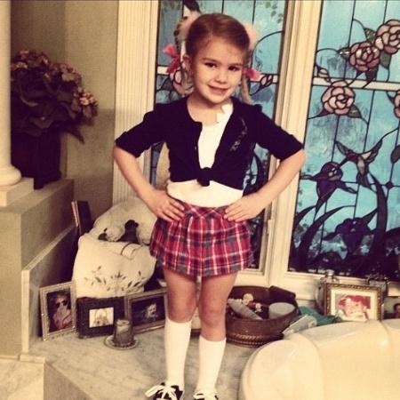 Maddie Aldridge vestida como Brintey Spears em um evento escolar - Divulgação/Twitter