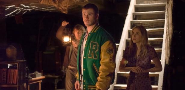 """Anna Hutchison, Fran Kranz e Chris Hemsworth em cena de """"O Segredo da Cabana"""""""
