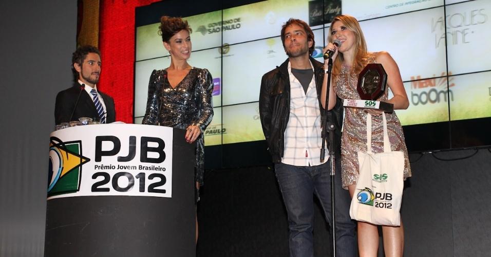 Banda Cine recebe prêmio durante o 11º Prêmio Jovem Brasileiro no Memorial da América Latina, em São Paulo. O prêmio homenageia os jovens talentos brasileiros em 21 categorias, concedido após votação de júri composto por jornalistas, colunistas, críticos e por votação na internet (1/10/12)
