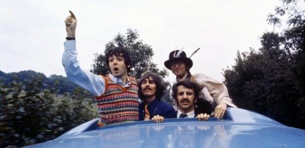 """Beatles em cena de """"Magical Mistery Tour"""""""