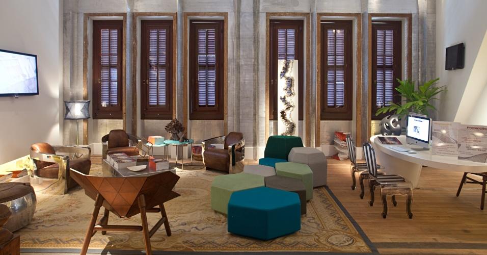 Bernardo Schor e Rogério Antunes homenageiam o arquiteto desconstrutivista Frank Gehry no Lounge de Informações. No espaço, destaque para a parede das janelas, revestida por chapas de alumínio e rebite com pontas simétricas. A Casa Cor RJ vai de 03 de outubro a 19 de novembro de 2012, no Rio de Janeiro