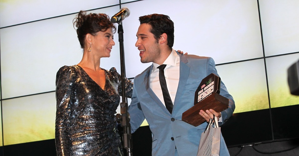 Bruno Fagundes recebe prêmio durante o 11º Prêmio Jovem Brasileiro no Memorial da América Latina, em São Paulo. O prêmio homenageia os jovens talentos brasileiros em 21 categorias, concedido após votação de júri composto por jornalistas, colunistas, críticos e por votação na internet (1/10/12)