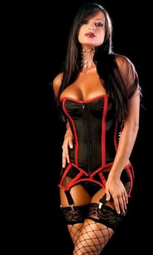 Candice Michelle já fez diversos ensaios sensuais