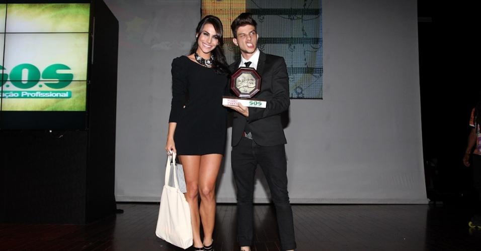 Chay Suede com Melanie Fronckowiak no 11º Prêmio Jovem Brasileiro no Memorial da América Latina, em São Paulo. O prêmio homenageia os jovens talentos brasileiros em 21 categorias, concedido após votação de júri composto por jornalistas, colunistas, críticos e por votação na internet (1/10/12)