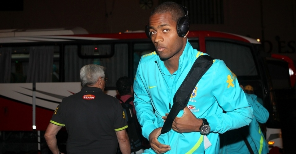 Dedé, zagueiro do Vasco, chega ao hotel da seleção brasileira em Residencia, na Argentina