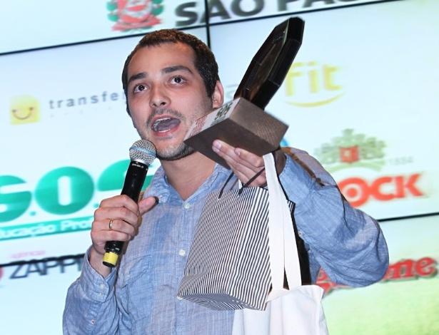 Eduardo Sterblitc recebe prêmio durante o 11º Prêmio Jovem Brasileiro no Memorial da América Latina, em São Paulo. O prêmio homenageia os jovens talentos brasileiros em 21 categorias, concedido após votação de júri composto por jornalistas, colunistas, críticos e por votação na internet (1/10/12)