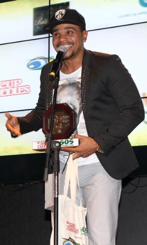 MC Naldo recebe prêmio no 11º Prêmio Jovem Brasileiro no Memorial da América Latina, em São Paulo. O prêmio homenageia os jovens talentos brasileiros em 21 categorias, concedido após votação de júri composto por jornalistas, colunistas, críticos e por votação na internet (1/10/12)