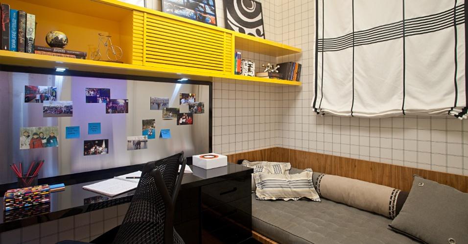 O Apartamento dos Filhos, criado pela arquiteta Marise Marini, divide os 32 m² disponíveis em living, um quarto para o menino de 16 anos (foto) e outro para a menina de 14 anos, além de um banheiro que atende aos dois dormitórios. A Casa Cor RJ vai de 03 de outubro a 19 de novembro de 2012, no Rio de Janeiro