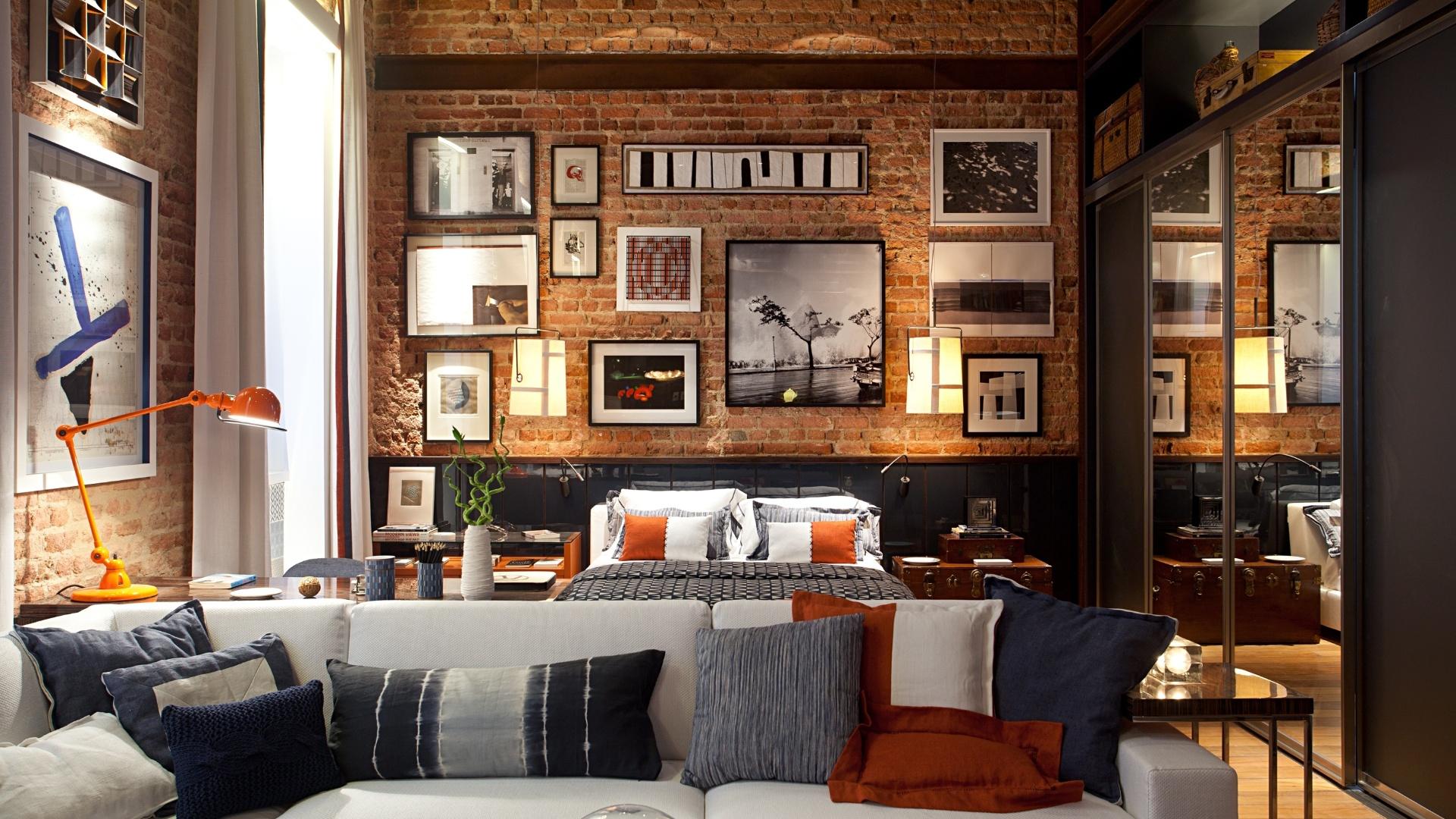 O arquiteto Luiz Fernando Grabowsky criou o Loft + Rio, onde as paredes de tijolo e o teto de madeira aparente, originais da construção, foram preservados. A Casa Cor RJ vai de 03 de outubro a 19 de novembro de 2012, no Rio de Janeiro