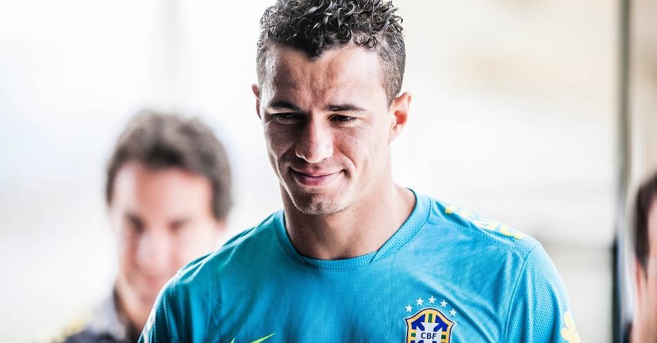 O atacante Leandro Damião também participou da entrevista coletiva