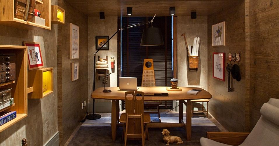 O Atelier do Designer - assinado por Dani Parreira e Flávia Santoro - aconchegante em madeira, é uma homenagem ao designer e arquiteto Sérgio Rodrigues, que fez tapetes exclusivos para o espaço. A Casa Cor RJ vai de 03 de outubro a 19 de novembro de 2012, no Rio de Janeiro