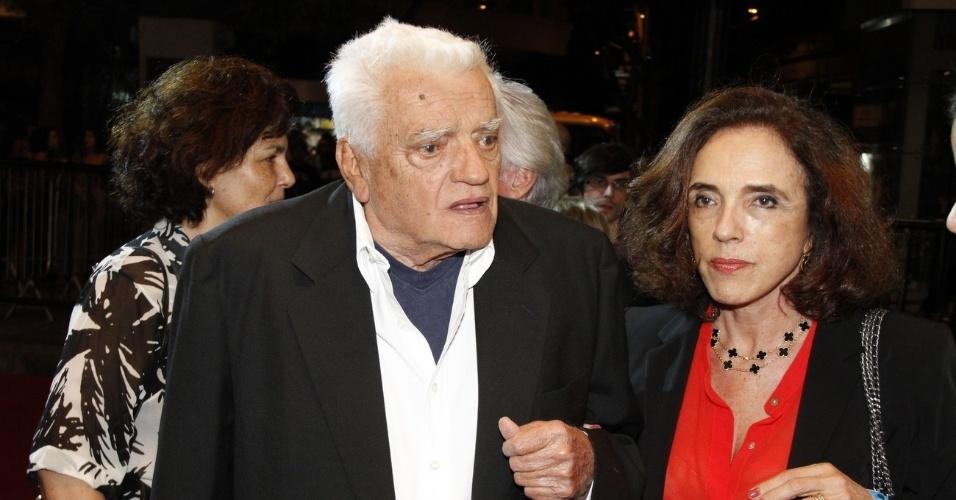 """O ator Walmor Chagas com sua mulher na pré estréia do filme """"Coleção Invisível"""" no Festival do Rio, no Cine Odeon, Centro (2/10/12)"""