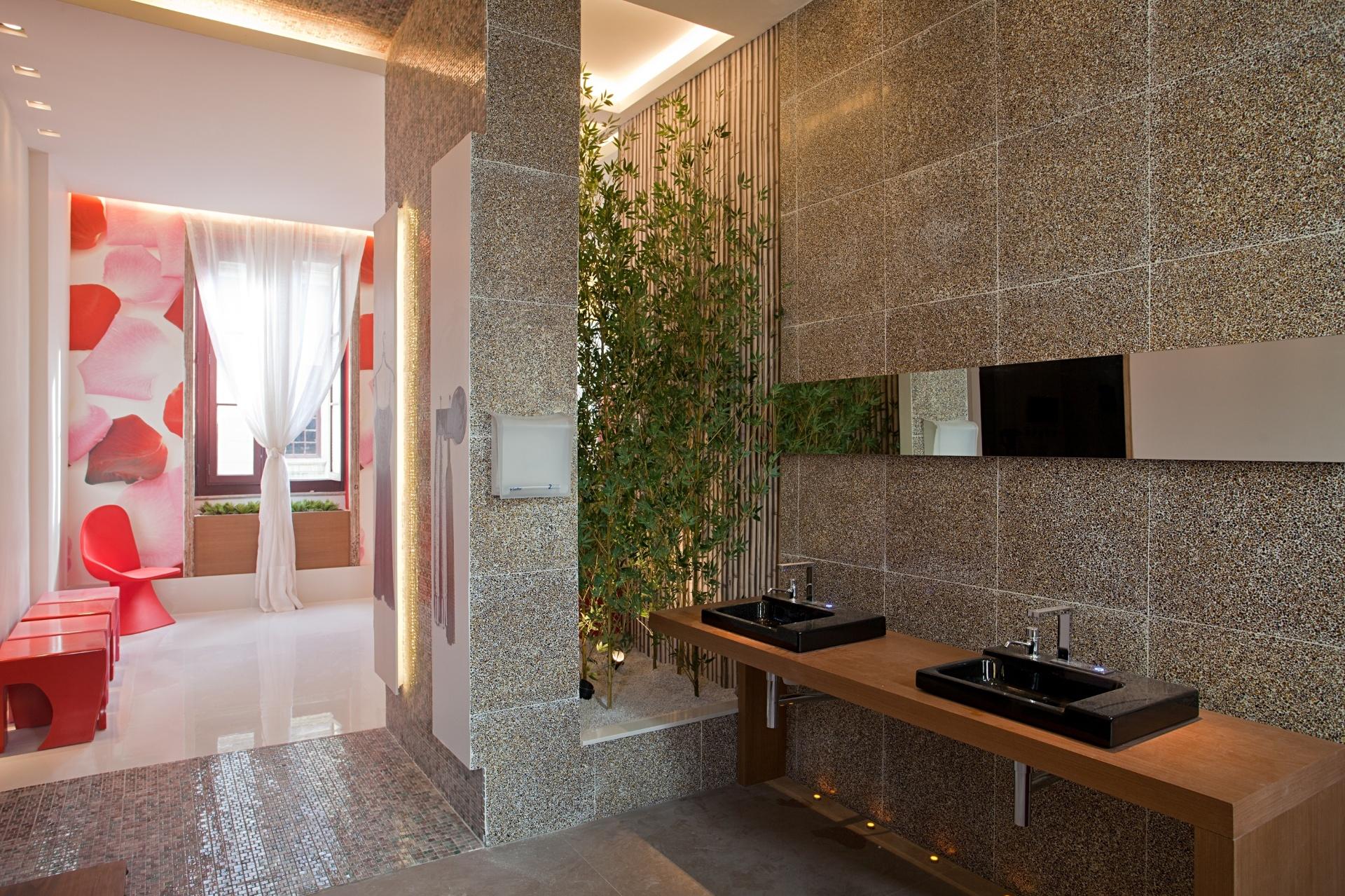 O Banheiro Público (2º pavimento), projetado pela arquiteta Ketlein Amorim, brinca com o