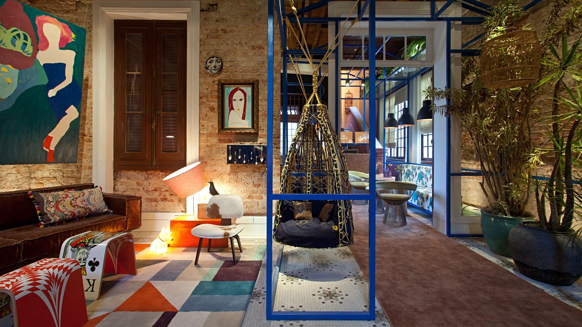 O Foyer do Brigadeiro, das arquitetas Carolina Escada e Patrícia Landau, ganhou um mix de móveis contemporâneos e dos anos 1960. A Casa Cor RJ vai de 03 de outubro a 19 de novembro de 2012, no Rio de Janeiro