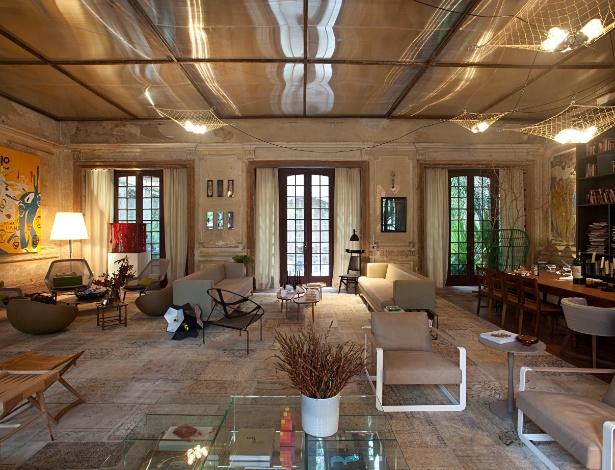 O Jantar com Estar, da arquiteta Gisele Taranto, se baseia em móveis com design nacional e italiano - Divulgação