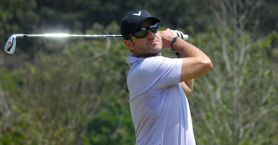Rubens Barrichello ficou na 14ª colocação com a sua equipe na abertura do Aberto do Brasil de golfe