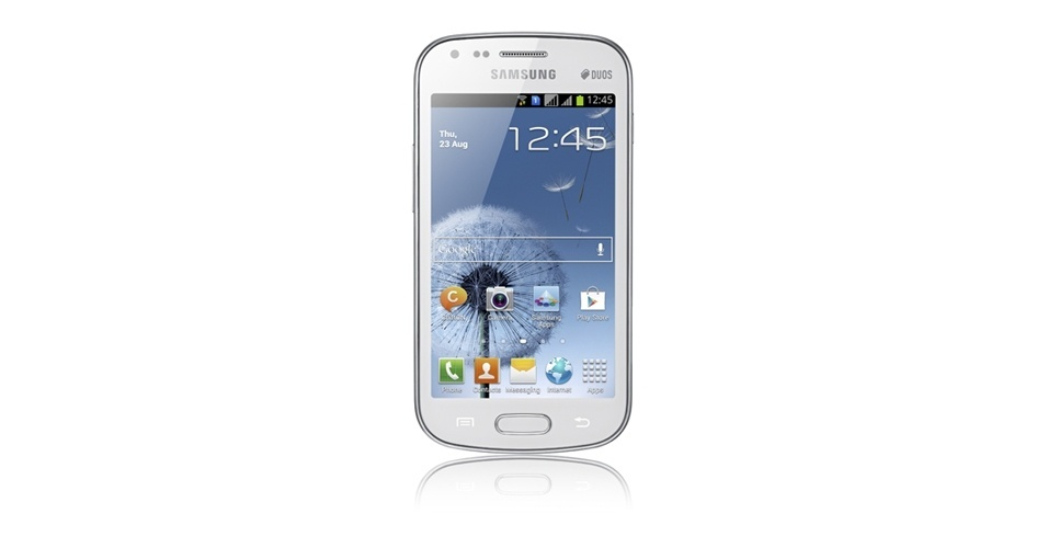 4.out.2012 - Parece, mas não é: o smartphone acima é o Galaxy S Duos, com design semelhante ao Galaxy S III, que começa a ser vendido no Brasil por R$ 1.049 (desbloqueado). Uma das vantagens do Gaalxy S Duos é o suporte a dois chips, bastante usado no país. Fora isso, o celular tem uma configuração mediana, com processador de núcleo simples, câmera de 5 megapixles e tela de 4 polegadas. O sistema usado é o Ice Cream Sandwich (Android 4.0)