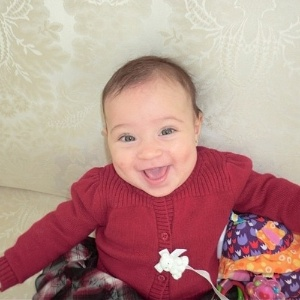 A apresentadora Daniela Albuquerque divulgou uma imagem de sua filha, Alice, de cinco meses (3/10/12)