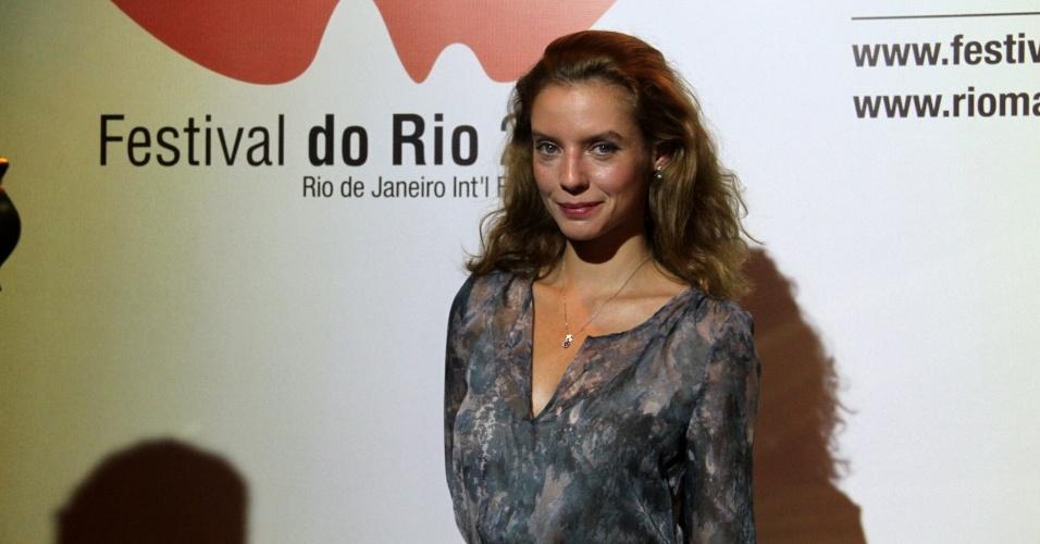 """A atriz Ana Moreira na pré-estreia do filme """"Tabu"""", no Cine Odeon BR, durante o Festival do Rio (3/10/12)"""