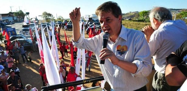Carlinhos Almeida em comício no final de setembro; ele foi eleito com quase 51% dos votos