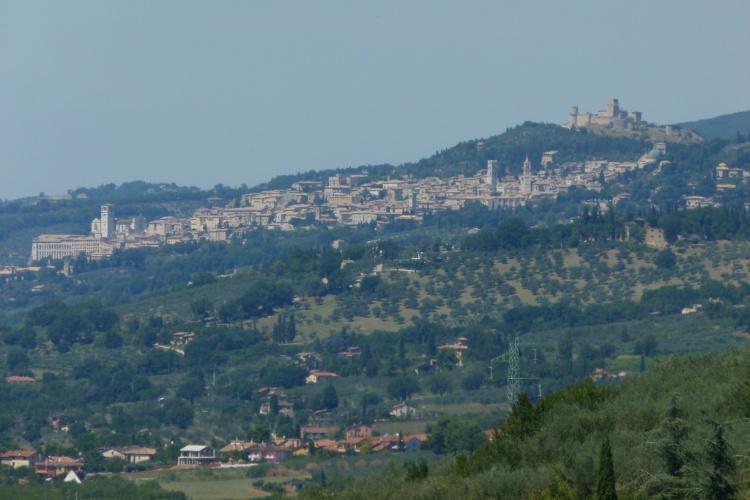 Cidade de São Francisco, Assis está localizada nas colinas da região da Umbria, no centro da Itália