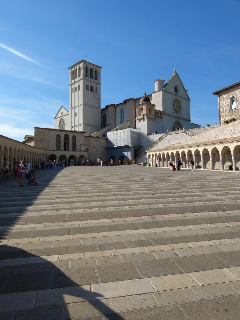 Construída no século 13, a Basilica di San Francesco abriga os restos mortais São Francisco de Assis