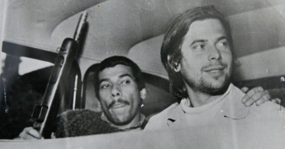 Fotos do Arquivo Nacional mostram José Dirceu (dir.) na época da ditadura