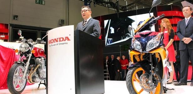 Tetsuo Suzuki, presidente da Honda Racing Corporation, apresentou a nova CRF 450 Rally no Intermot 2012