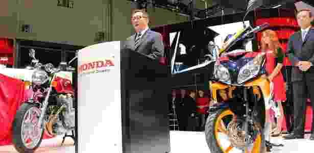 Tetsuo Suzuki, presidente da Honda Racing Corporation, apresentou a nova CRF 450 Rally no Intermot 2012 - Arthur Caldeira/Infomoto