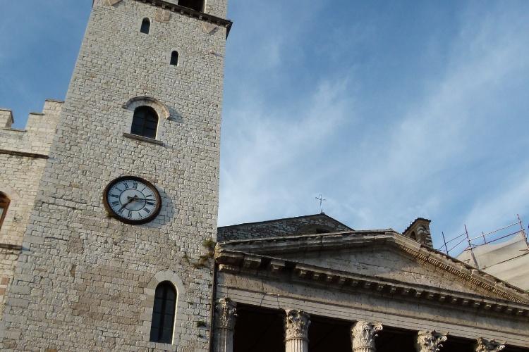 Igrejas imponentes podem ser vistas em toda a região que cerca Assis, na Itália