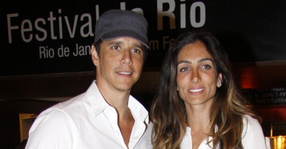 """Márcio Garcia vai com a esposa na exibição do filme """"Open Road"""", no Estação SESC Rio 1, em Botafogo (2/10/12)"""