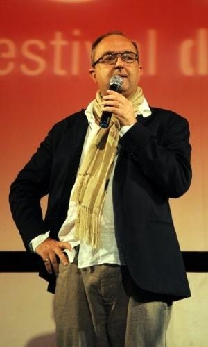 """O diretor de """"A Coleção Invisível"""", o francês Bernard Attal, fala na pré-estréia do longa (2/10/12)"""