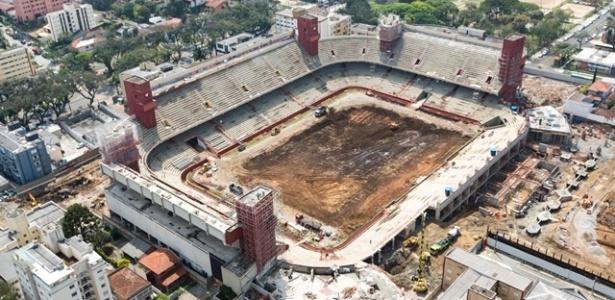 Obra da Arena da Baixada, em Curitiba, demorou a começar e está entre as mais atrasadas
