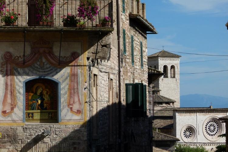 Recheada de histórias religiosas, a cidade de Assis, na Itália, atrai devotos do mundo inteiro