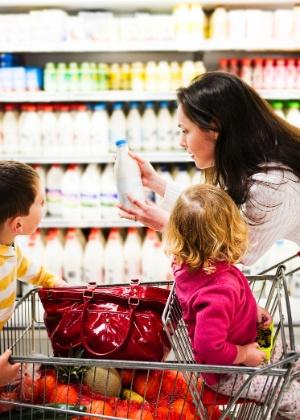 Crianças podem opinar sobre o que comprar no supermercado, mas a decisão sempre será dos pais - Thinkstock