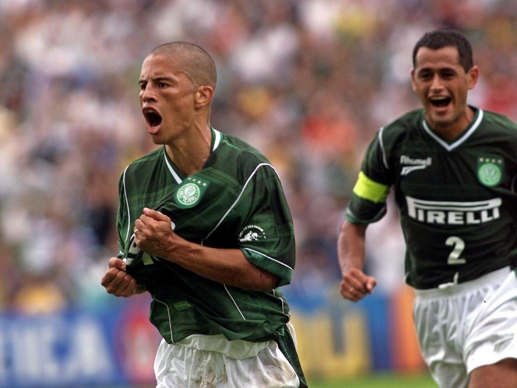 Alex comemora gol do Palmeiras em clássico contra o Santos