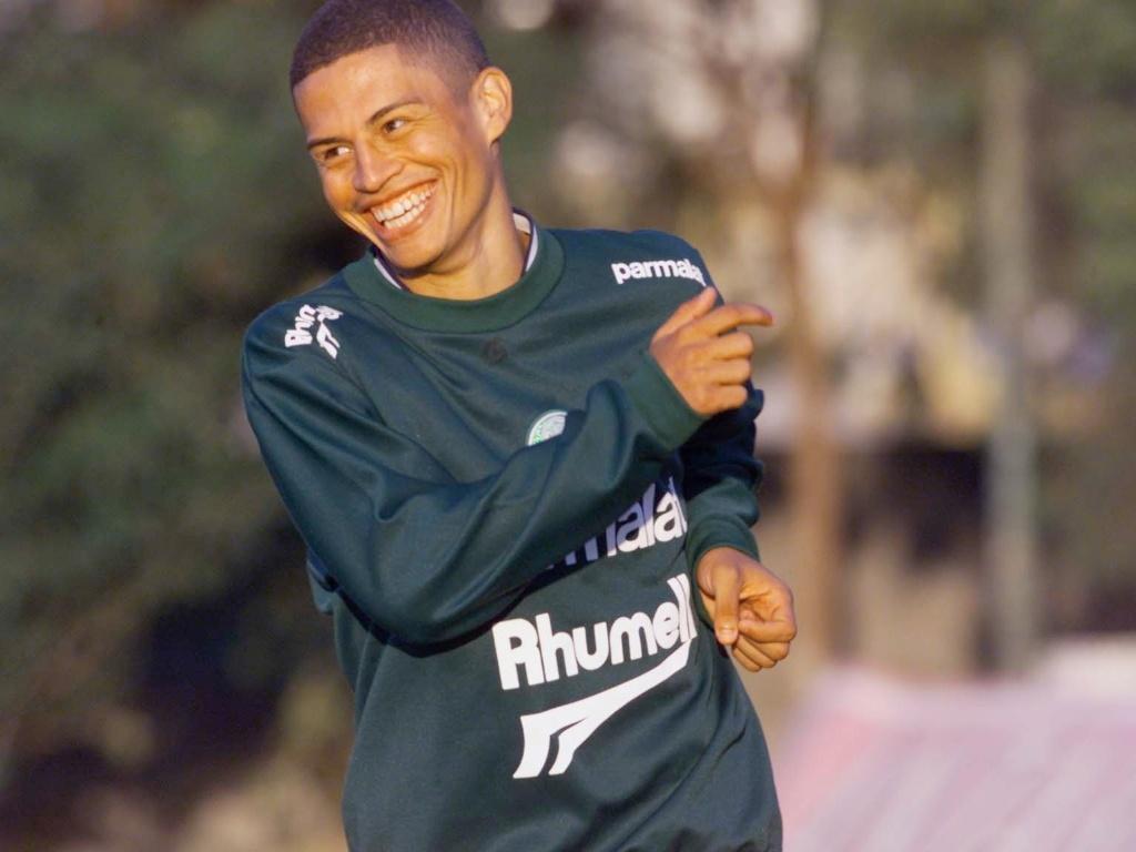 Alex é fotografado em treino do Palmeiras nos anos 2000