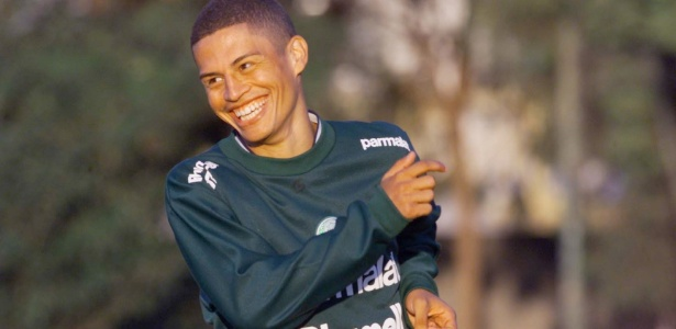 Alex em ação durante treino do Palmeiras
