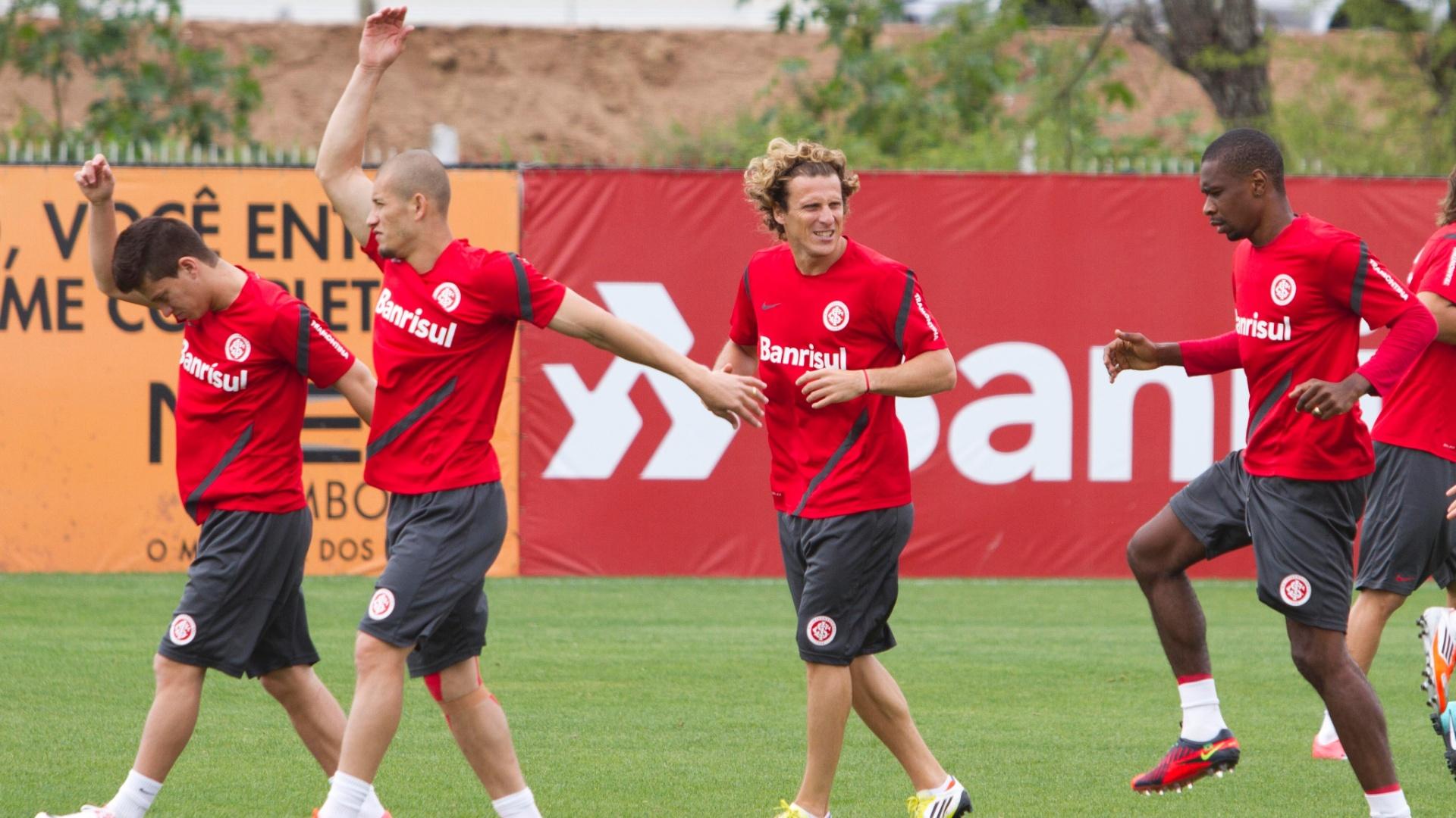 Jogadores fazem exercícios aeróbicos durante treino do Internacional (4/10/2012)