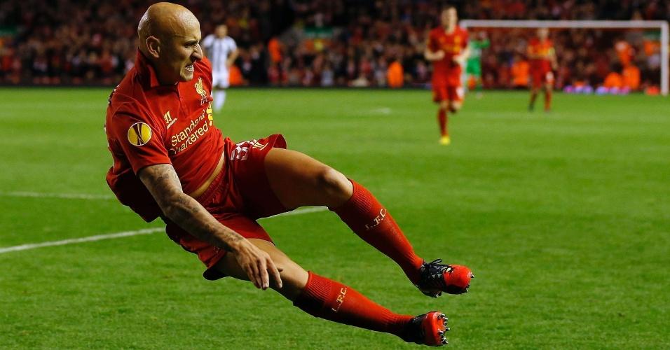 Jonjo Shelvey, do Liverpool, comemora gol marcado contra a Udinese pelo grupo A da Liga Europa