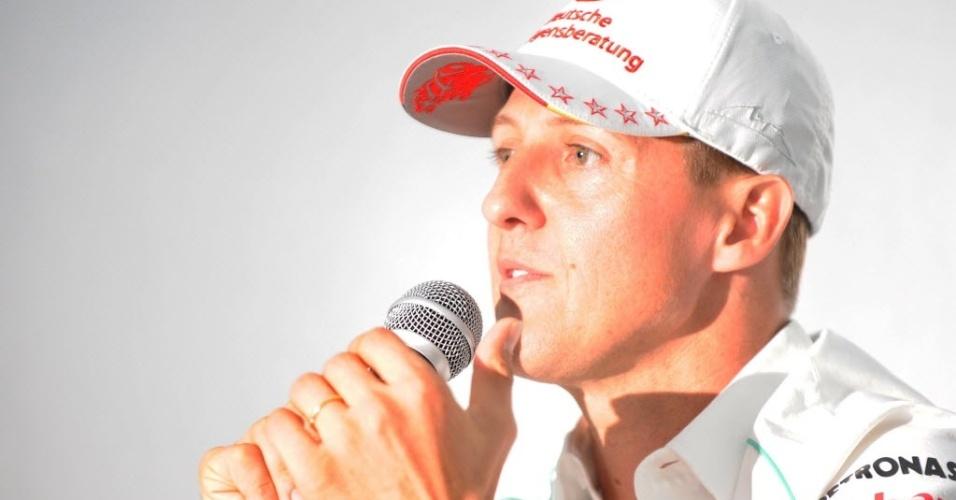 Michael Schumacher discursa durante anúncio de aposentadoria no Japão