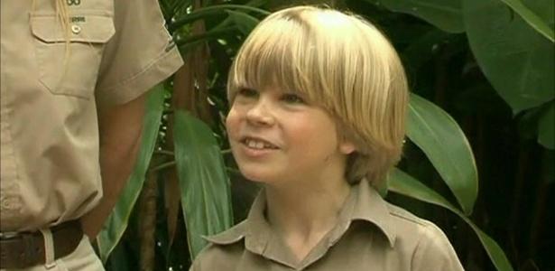 """O filho do """"Caçador de Crocodilos"""" Steve Irwin segue os passos de seu pai e alimenta crocodilos - Reprodução/BBC"""