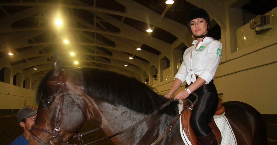 "Sabrina Sato prestigiou ""Oi Athina Onassis Horse Show 2012"" que acontece na Sociedade Hípica Brasileira, na Lagoa, zona sul do Rio (4/10/12)"